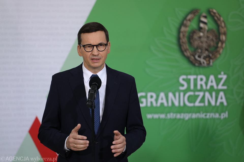 Premier rządu PiS Mateusz Morawiecki podczas konferencji w Komendzie Głównej Straży Granicznej. Warszawa, 20 września 2021