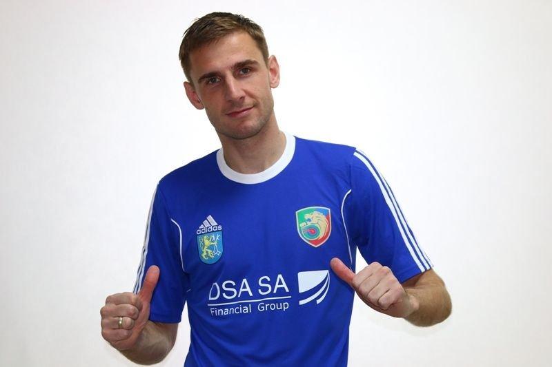 Wojciech Łobodziński w nowej koszulce meczowej Miedzi Legnica