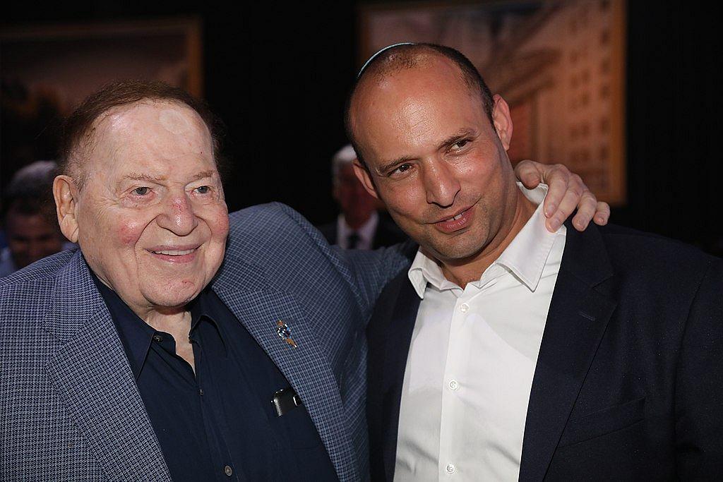 Naftali Bennett z Sheldonem Adelsonem, prezesem największej sieci kasyn w USA