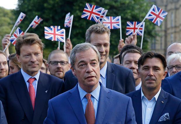 Brexit: Tuż po wygranym referendum o UE brexitowcy kwestionują swe sztandarowe obietnice