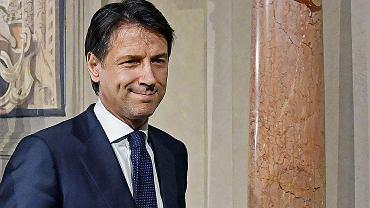 Giuseppe Conte nowym premierem Włoch. Profesor prawa cywilnego na Uniwersytecie we Florencji Giuseppe Conte, który do tej pory nie miał wiele wspólnego z wielką polityką, 31 maja 2018 r. został zaprzysiężony na premiera Włoch. Pokieruje 65. rządem w powojennej historii kraju.