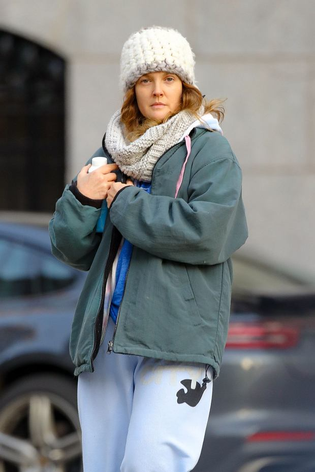 EXCLUSIVE: Drew Barrymore is all bundled up while walking around in a cold day in New York City    Pictured: Drew Barrymore      World Rights