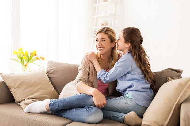 Nastolatek czy nastolatka potrzebują dużo miłości i akceptacji, bez ocen czy pouczania - tego nie da się przedawkować