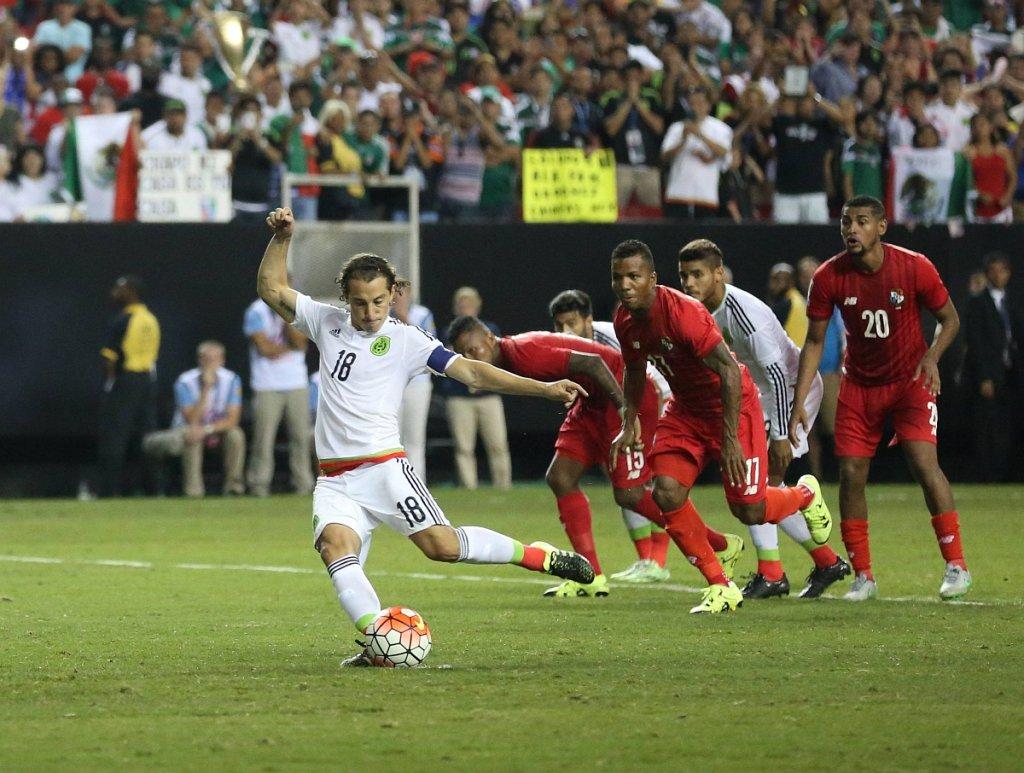 Panama - Meksyk 1:2. Z numerem 17 Luis Henriquez (ex Lech Poznań)