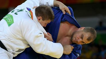 Maciej Sarnacki podczas walki z reprezentantem Islandii Thormodurem Jonssonem