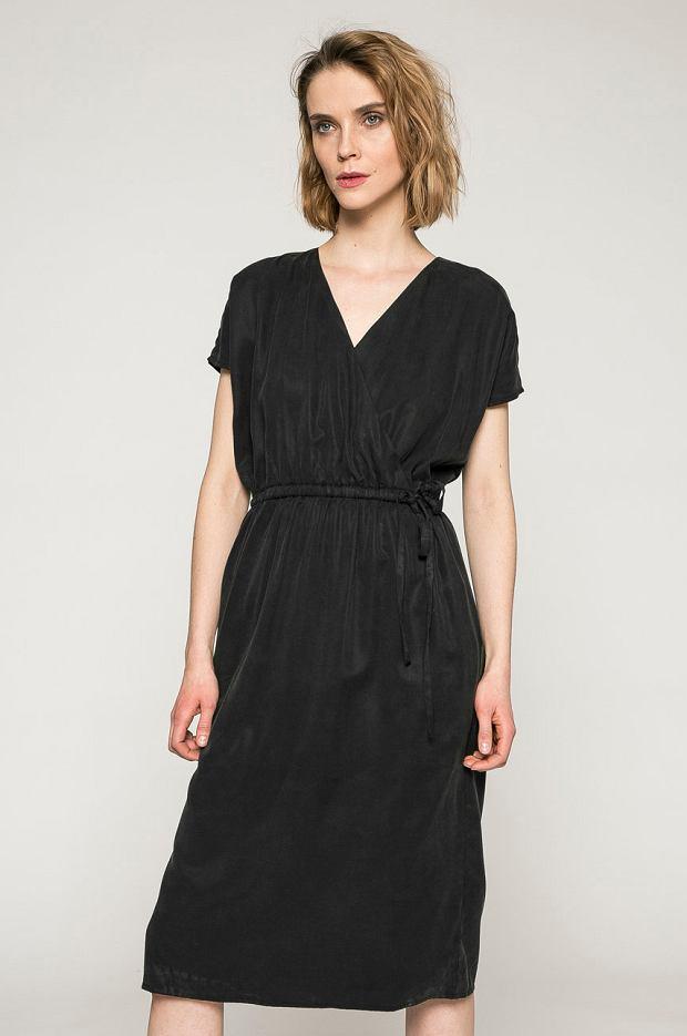 Sukienka czarna ze sklepu Medicine