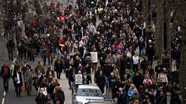 Londyn. Tysiące ludzi na protestach przeciwko obostrzeniom
