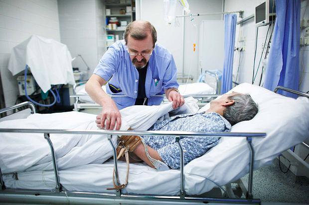 Dr Jacek Rzepecki na oddziale toksykologii Instytutu Medycyny Pracy w Łodzi, gdzie trafiają osoby pod wpływem dopalaczy