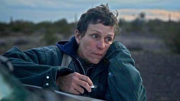 Na podstawie książki 'Nomadland' reżyserka Chloé Zhao nakręciła film z Frances McDormand w roli głównej