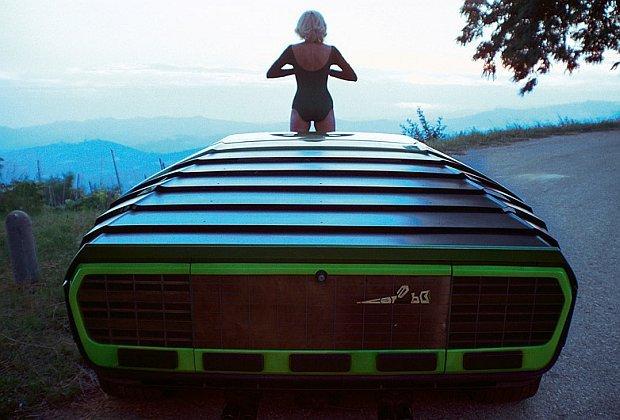 Dziewczyny i samochody lat 60. i 70. Tak pozowały nasze mamy