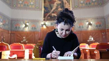 Olga Tokarczuk podpisuje ksiażki w Krakowie, 2019 r.