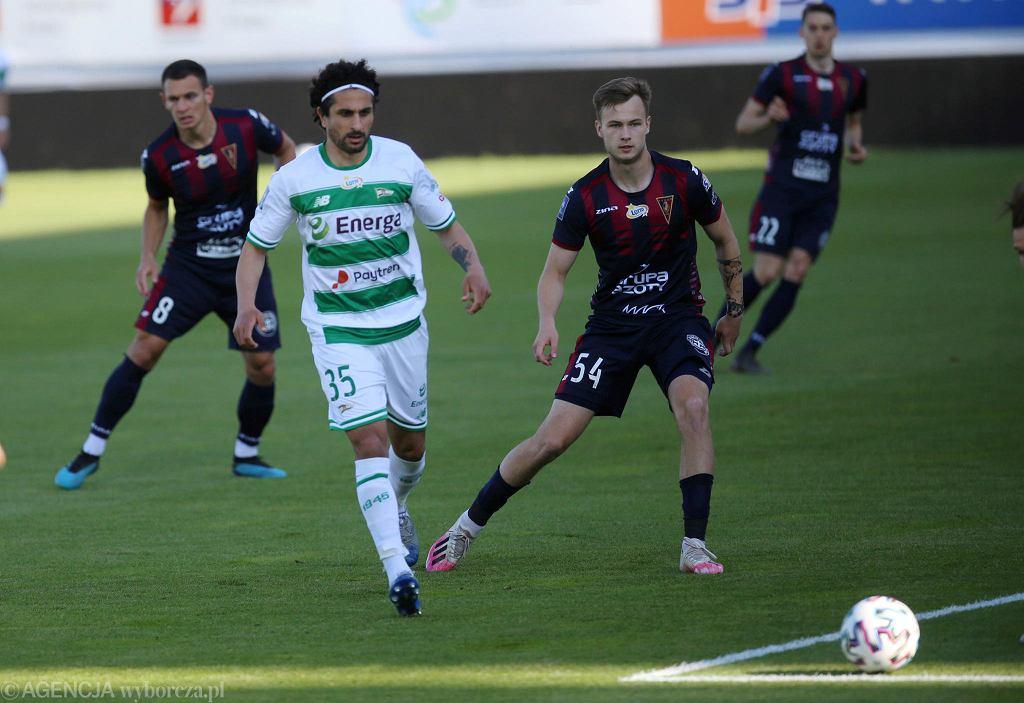 Pogoń Szczecin - Lechia Gdańsk 1:1. Z lewej Kenny Saief