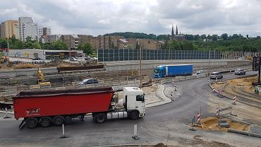 Nieco ponad trzy miesiące pozostały do przewidzianego umową terminu zakończenia wartej prawie 100 mln zł przebudowy DK94 w Sosnowcu