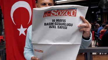 19 maja redakcja tureckiego dziennika 'Sözcü' w ramach protestu wydrukowała strony pozbawione artykułów