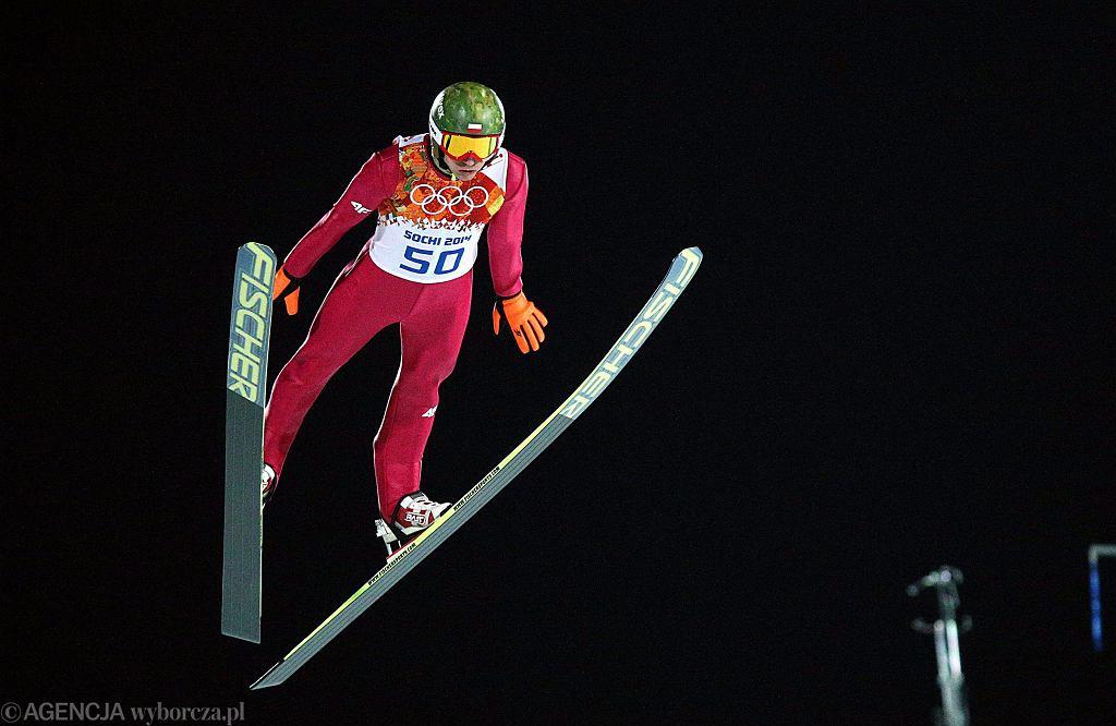 15.02.2014 Soczi. Kamil Stoch podczas konkursu na dużej skoczni na igrzyskach olimpijskich. Fot. Kuba Atys / Agencja Gazeta