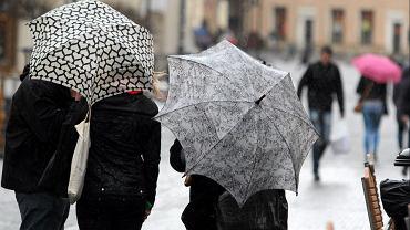 W piątek miejscami nadal mogą wystąpić przelotne opady