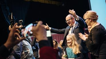 Sztab i sympatycy Pawła Adamowicza czekali na wynik wyborów w klubie Żak. O godz. 21 odetchnęli z ulgą. Według danych z badania exit poll, urzędujący prezydent zdobył 64,7 proc. głosów. Na sali wybuchła euforia. - Bez was by mnie tutaj dzisiaj nie było - mówił ze sceny Adamowicz.
