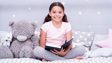 Książki dla 8-letniej dziewczynki najczęściej opowiadają o losach dzieci w podobnym wieku. Zdjęcie ilustracyjne
