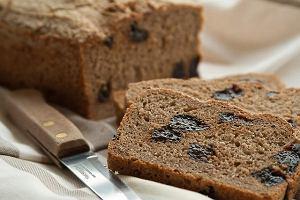 Chleb z suszoną śliwką