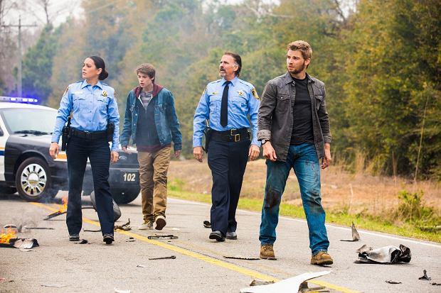 Kadr z serialu 'Pod kopułą'