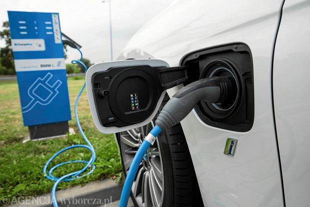 Rząd zwleka z dopłatami dla samochodów elektrycznych. Kolejny poślizg projektu