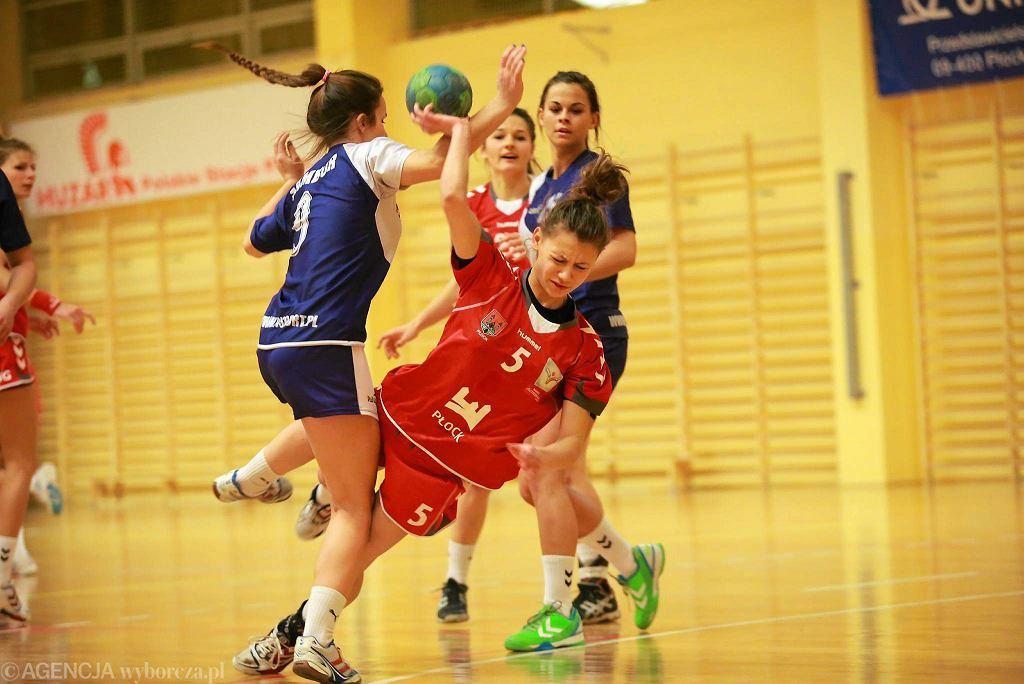 Ćwierćfinałowy turniej piłki ręcznej kobiet. Jutrzenka Płock - Sambor Tczew 33:27. Karolina Mokrzka