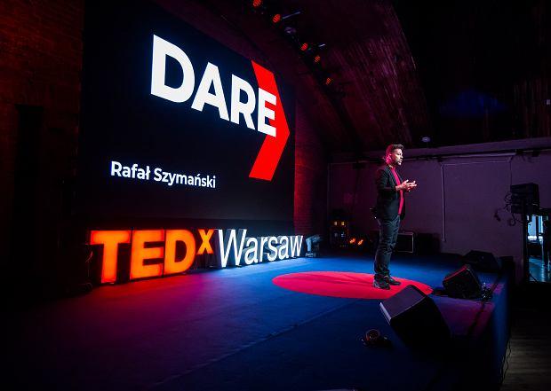 Rafał Szymański podczas wystąpienia 'Depresja to porywacz naszych dzieci' na TEDxWarsaw