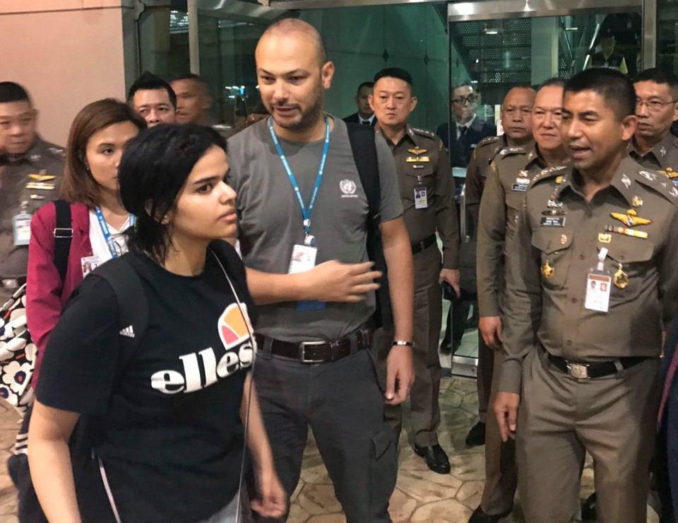 Osiemnastoletnia Saudyjka Rahaf Mohammed Alqunun, która w weekend uciekła z Kuwejtu, gdzie była na wakacjach z rodziną, Bangkok, 7 stycznia 2019 r.