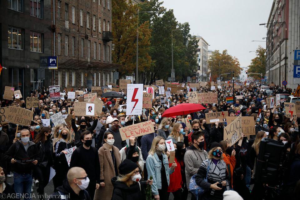 Ogólnopolski Strajk Kobiet. Kolejny dzień protestów na ulicach Warszawy