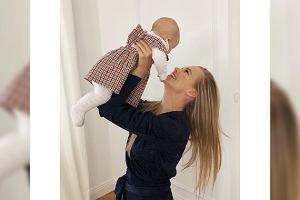 """Agnieszka Kaczorowska o byciu mamą. Gdziekolwiek wychodzi, myśli o dziecku. """"Myślami krążę koło Emi"""""""