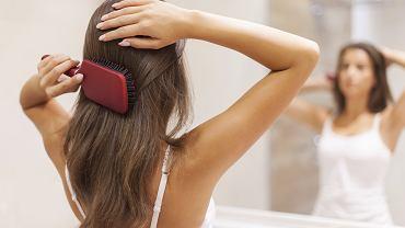 Jak należy czyścić szczotki do włosów?