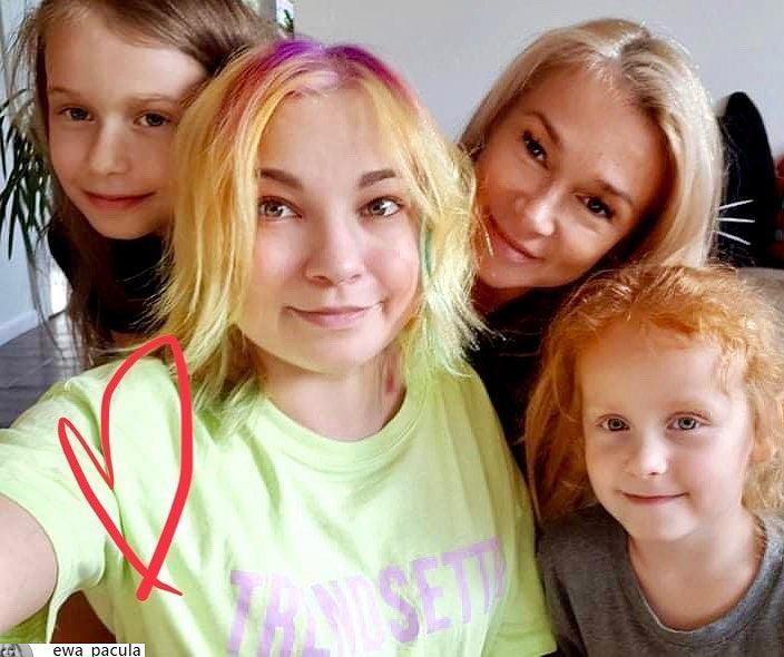 Nicole Saleta z mamą i siostrami