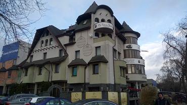 Hotel Czarny Kot przed rozbiórką w grudniu 2019 r.