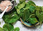 Przepisy na potrawy z liści młodego szpinaku. Możesz użyć ich nie tylko do sałatki, ale też zrobić z nich ciastka