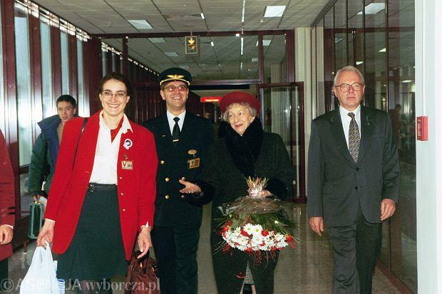 Wisława Szymborska leci do Sztokholmu - 7 grudnia 1996