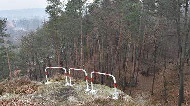 Na Szwajcarii Lwóweckiej pojawiły się barierki. Nie wszystkim się spodobały