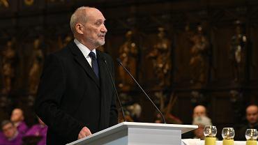 Antoni Macierewicz na pogrzebie Jana Olszewskiego