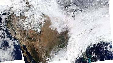 Zdjęcie zrobione przez satelitę NASA nad Stanami Zjednoczonymi 2 stycznia