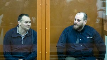 Były szef departamentu cyberprzestępczości w głównej rosyjskiej agencji ds. bezpieczeństwa wewnętrznego Siergiej Michajłow (z lewej) i były pracownik firmy Kaspersky Lab ds. bezpieczeństwa cybernetycznego Rusłan Stojanow podczas rozprawy w sądzie w Moskwie, 26 lutego 2019.
