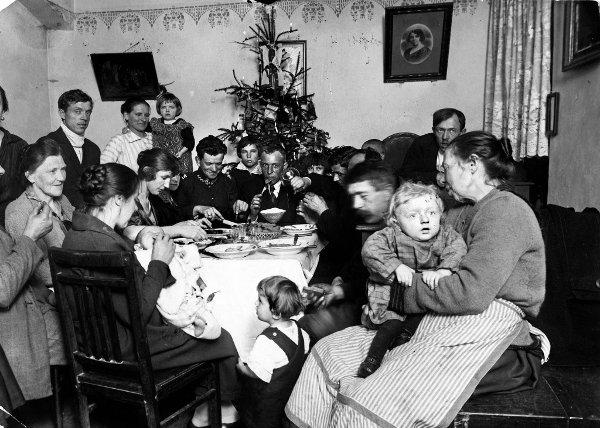 Wigilijna kolacja w 1924 roku w ubogim domu