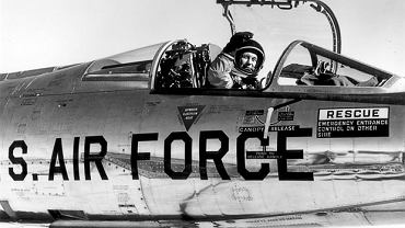 Chuck Yeager w NF104