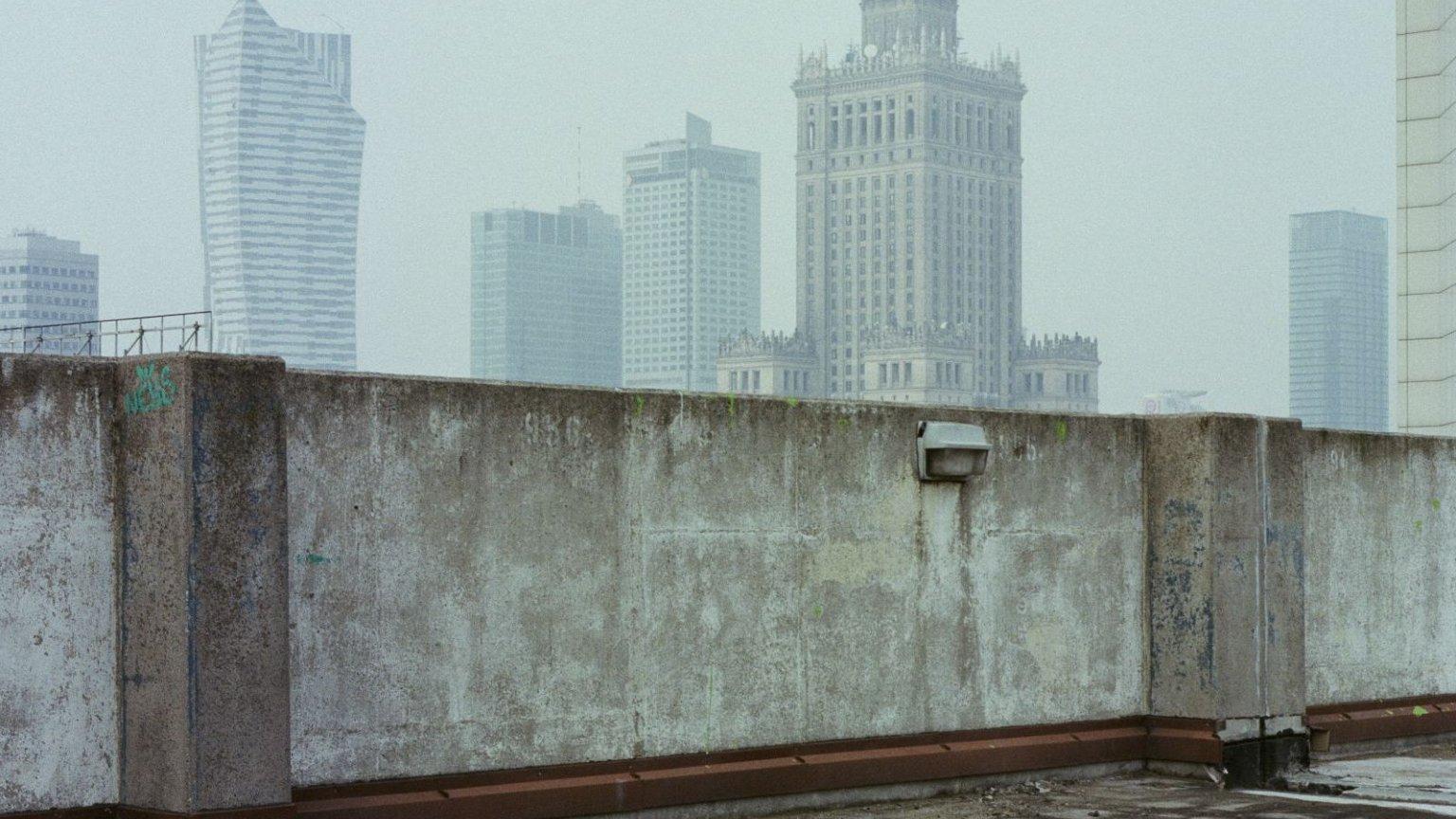 Widok na Pałac Kultury z dachu parkingu naziemnego przy ulicy Nowogrodzkiej
