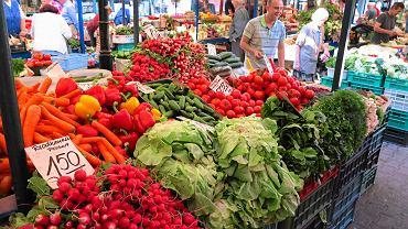 Jedz więcej warzyw. Zawierają sporo wody, więc są niskokaloryczne