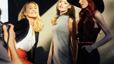 Backstage wiosennej kampanii Reserved z siostrami Jagger i Jerry Hall