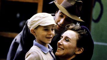 'Życie jest piękne' (org. 'La vita e bella') to jeden z najbardziej poruszających filmów o Holocauście, ale też bezgranicznej miłości. Giorgio Cantarini - 5-letni chłopiec z Umbrii - miał to szczęście, by wystąpić w wielkiej produkcji i zagrać m.in u boku legendy kina Roberto Benigniego. W tym roku od premiery obrazu mija 20 lat. Jak dziś wygląda słodki filmowy Giosue?