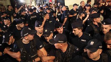 26.07.2018, policja pod Pałacem Prezydenckim.
