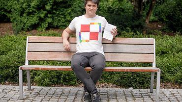 - Sam sobie zaprojektowałem tę koszulkę - mówi Piotr Moszczeński