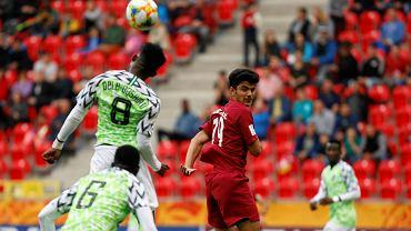 Pierwszy mecz mistrzostw świata do lat 20-tu w Tychach zakończył się pewną wygraną Nigerii. Zawodnicy z Afryki ograli Katar aż 4:0. Spotkanie oglądało na stadionie miejskim 3 tysiące kibiców