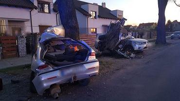 Tragiczny wypadek w Poznaniu. Pasażerowie zginęli, kierowca uciekł do lasu