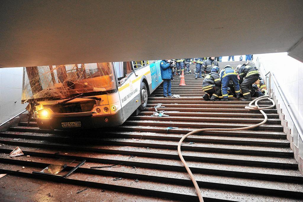 25.12.2017, Moskwa, tragiczny wypadek autobusu na stacji metra Sławianskij Bulwar, zginęły 4 osoby.